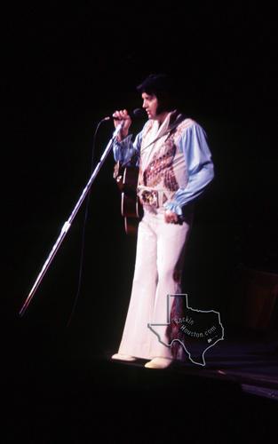 Elvis Presley Aug 28 1976 At The Summit Rockin Houston