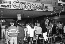 Cinderella - Nov 23, 1986 at Sound Warehouse