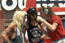 Motley Crue - Jun 27, 1987 at Sound Warehouse