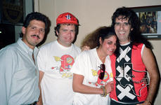 Alice Cooper - Aug 24, 1989 at The Brewery Tap, Houston, Texas