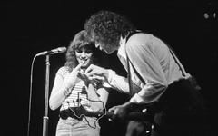 Linda Ronstadt - Dec 19, 1976 at The Summit